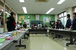 平成24年度 h25、2,8職務会 米須小学校 お花贈呈式 016.jpg